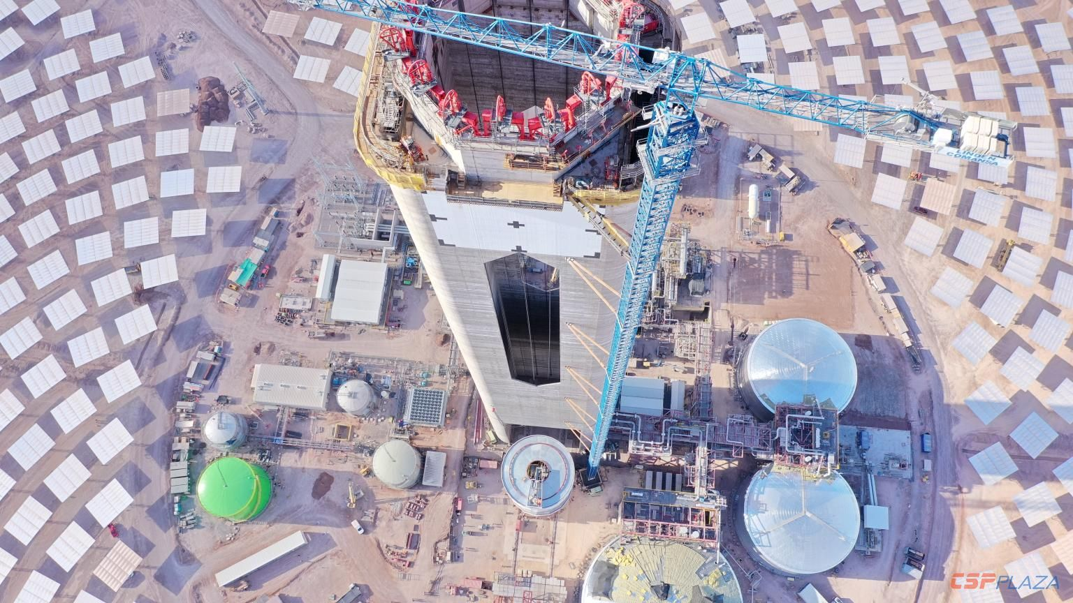 110MW Cerro Dominador Tower CSP project in Chile starts hoisting of receiver